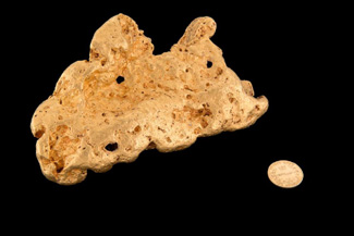"Mossgreen will auction the ""Fair Dinkum"" gold nugget weighing 2720 grams and carrying a catalogue estimate of $200,000-$220,000 at their rooms in Armadale on 19 May. Discovered in Victoria near Wedderburn earlier this year, it is one of the most significant nuggets finds since the Hand of Faith in 1980."